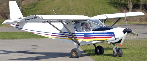 Flight training in the STOL CH 701